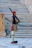 雅典,希腊- 2011年6月:Evzone卫兵 库存图片