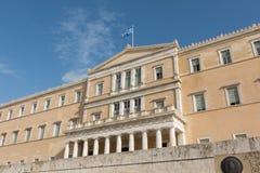 雅典,希腊- 2017年11月15日:在希腊议会大厦的挥动的旗子 免版税库存图片