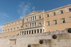 雅典,希腊- 2017年11月15日:在希腊议会大厦的挥动的旗子 图库摄影