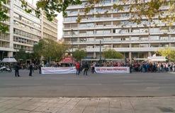 雅典,希腊- 2017年11月15日:在Sintagmatos广场附近的平安的抗议 免版税库存图片