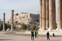 雅典,希腊- 2017年11月15日:奥林山宙斯,雅典历史的中心寺庙偶象柱子  免版税库存图片