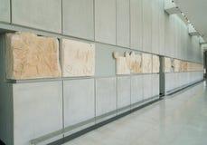 雅典,希腊- 2017年11月15日:新的上城博物馆的内部看法在雅典 设计由瑞士法语 免版税库存图片