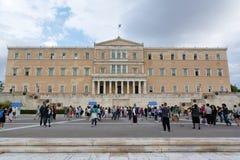 雅典,希腊- 2016年9月22日:希腊议会和无名战士的纪念碑有卫兵的在雅典,希腊 免版税图库摄影