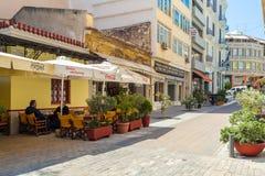 雅典,希腊- 2009年6月08日:本地人饮用的咖啡  免版税图库摄影