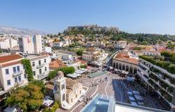 雅典,希腊- 2017年6月14日 参观Monastiraki squa的人们 图库摄影