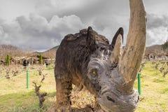 雅典,希腊2016年1月17日 在恐龙公园的史前犀牛画象在希腊 免版税图库摄影
