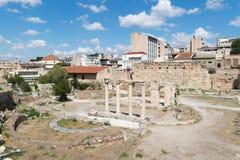 雅典,希腊2015年9月13日 罗马古老市场在准备好的雅典欢迎游人和当地人民 免版税库存照片