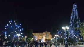 雅典,希腊2015年12月2日 雅典在反对星的夜之前在希腊的议会前面圣诞节时间的 免版税库存照片