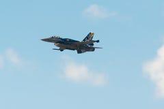 雅典,希腊2015年9月13日 F-16古希腊空军的宙斯在一次示范飞行的在雅典飞行星期节日 库存照片