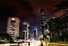 雅加达的市中心在晚上 免版税库存图片