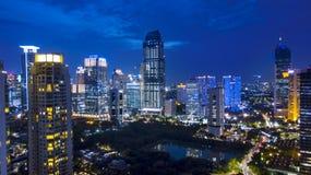 雅加达都市风景空中夜视图在Kuningan中心商务区附近的 免版税库存照片