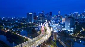雅加达高速公路和都市风景鸟瞰图在Kuningan中心商务区附近 免版税库存照片