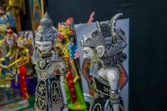 雅加达,印度尼西亚- 2017年5月06日:传统印度尼西亚手工制造雕塑,五颜六色和剧烈的设计,普遍 免版税库存图片
