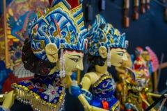 雅加达,印度尼西亚- 2017年5月06日:传统印度尼西亚手工制造雕塑,五颜六色和剧烈的设计,普遍 免版税库存照片