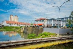 雅加达,印度尼西亚- 2017年5月06日:位于城市邻里的更小的水水力发电厂在雅加达 免版税库存照片