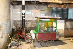 雅加达,印度尼西亚- 1月01 :在新年之后,食物推车 库存照片