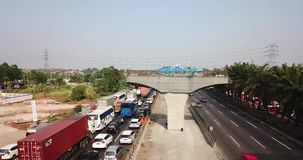 雅加达Cikampek路交通堵塞和柱子  影视素材