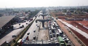 雅加达Cikampek路柱子和交通堵塞 影视素材