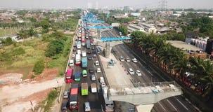 雅加达Cikampek通行费的交通堵塞和专栏 股票视频