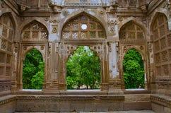 雅米Masjid清真寺,联合国科教文组织内在被雕刻的墙壁保护了Champaner - Pavagadh考古学公园,古杰雷特,印度 日期到151 图库摄影