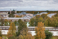 雅罗斯拉夫尔市是其中一个最旧的俄国城市,建立在XI世纪 博物馆储备雅罗斯拉夫尔市克里姆林宫 从响铃的看法 免版税库存照片