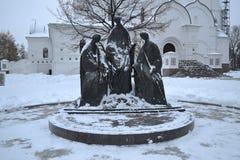 雅罗斯拉夫尔市,俄罗斯- 2016年11月09日:三位一体的雕塑 免版税库存图片