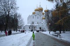 雅罗斯拉夫尔市,俄罗斯- 2016年11月09日:假定的大教堂 库存照片
