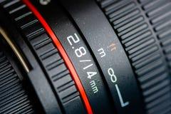 集中于摄象机镜头的摄象机镜头的宏观射击 免版税库存图片
