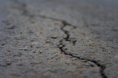 集中于破裂的柏油路 免版税图库摄影
