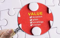 集中于价值的放大镜 免版税库存照片