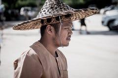 集中人力车司机泰国样式于在泰国古老模仿公园kanchanaburi的街道 图库摄影