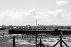 集中营, Maidanek鲁布林波兰黑白照片全景与营房的 免版税库存图片