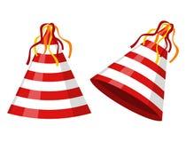 集会在白色背景镶边隔绝的帽子锥体 辅助部件,假日的标志 生日盖帽 免版税图库摄影