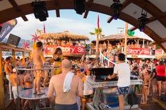 集会在Zrce海滩,诺瓦利亚, Pag海岛,克罗地亚 图库摄影