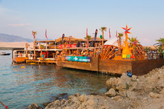 集会在Zrce海滩,诺瓦利亚, Pag海岛,克罗地亚 库存图片