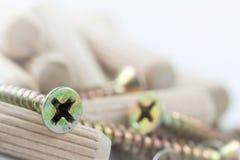 集合用合板钉钉合工具箱木堆的螺丝 图库摄影