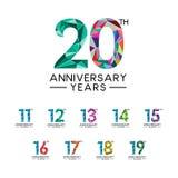 集合11到20周年年提取三角现代完整色彩 免版税库存照片