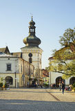 集市广场和钟楼在克罗斯诺 波兰 免版税库存照片