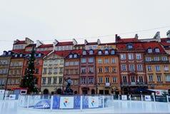 集市广场在老镇华沙为圣诞节装饰了 库存照片