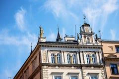 围绕集市广场的大厦在克拉科夫波兰 库存图片