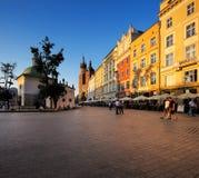 集市广场的晚上视图在克拉科夫,波兰 库存图片