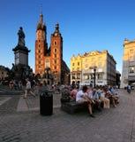 集市广场的晚上视图在克拉科夫,波兰 图库摄影