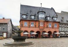 集市广场的议院在戈斯拉尔,德国 图库摄影