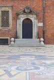 集市广场的,从鹅卵石,城市,弗罗茨瓦夫,波兰的胳膊的马赛克哥特式弗罗茨瓦夫老城镇厅 免版税库存图片