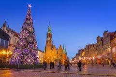 集市广场的建筑学在黄昏的弗罗茨瓦夫,波兰 库存图片