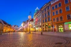 集市广场的建筑学在黄昏的弗罗茨瓦夫,波兰 库存照片
