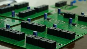 集成电路板细节与芯片的 一个硬盘的集成电路板 芯片,微集成电路 免版税库存图片