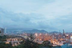 集装箱码头和石匠桥梁在香港 库存照片