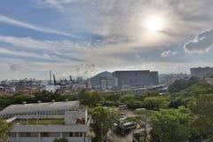 集装箱码头和石匠桥梁在香港 免版税库存图片