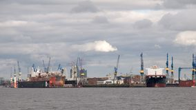 集装箱码头在汉堡。 免版税图库摄影
